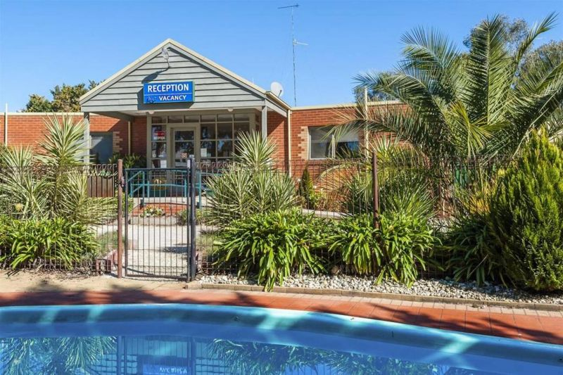 COMFORT INN COACH AND BUSHMANS - Accommodation Gold Coast