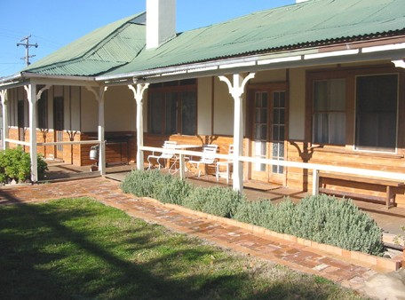 Gundagai Historic Cottages Bed and Breakfast - Accommodation Gold Coast
