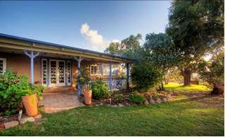 James Farmhouse and Rose Cottage - Accommodation Gold Coast