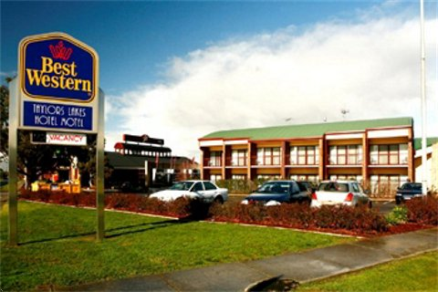 Taylors Lakes Hotel - Accommodation Gold Coast