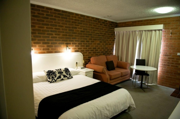 Cousins Motor Inn - Accommodation Gold Coast