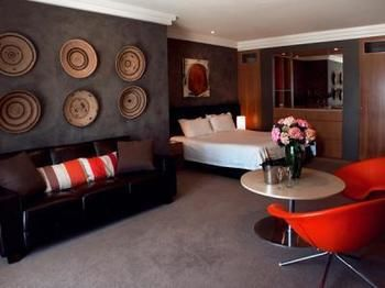 Hotel Ravesis - Accommodation Gold Coast