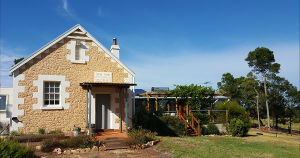 The Old Drik Drik Schoolhouse Retreat - Accommodation Gold Coast