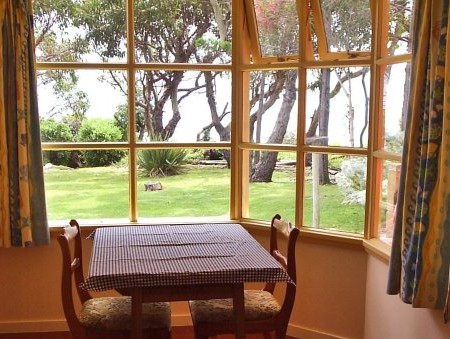 Anchlia Waterfront Cottage - Accommodation Gold Coast