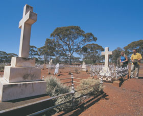 Old Pioneer Cemetery Coolgardie - Accommodation Gold Coast