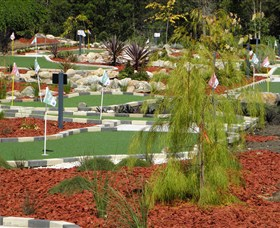 18 Hole Mini Golf - Club Husky - Accommodation Gold Coast