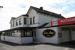 River Arms Hotel - Accommodation Gold Coast