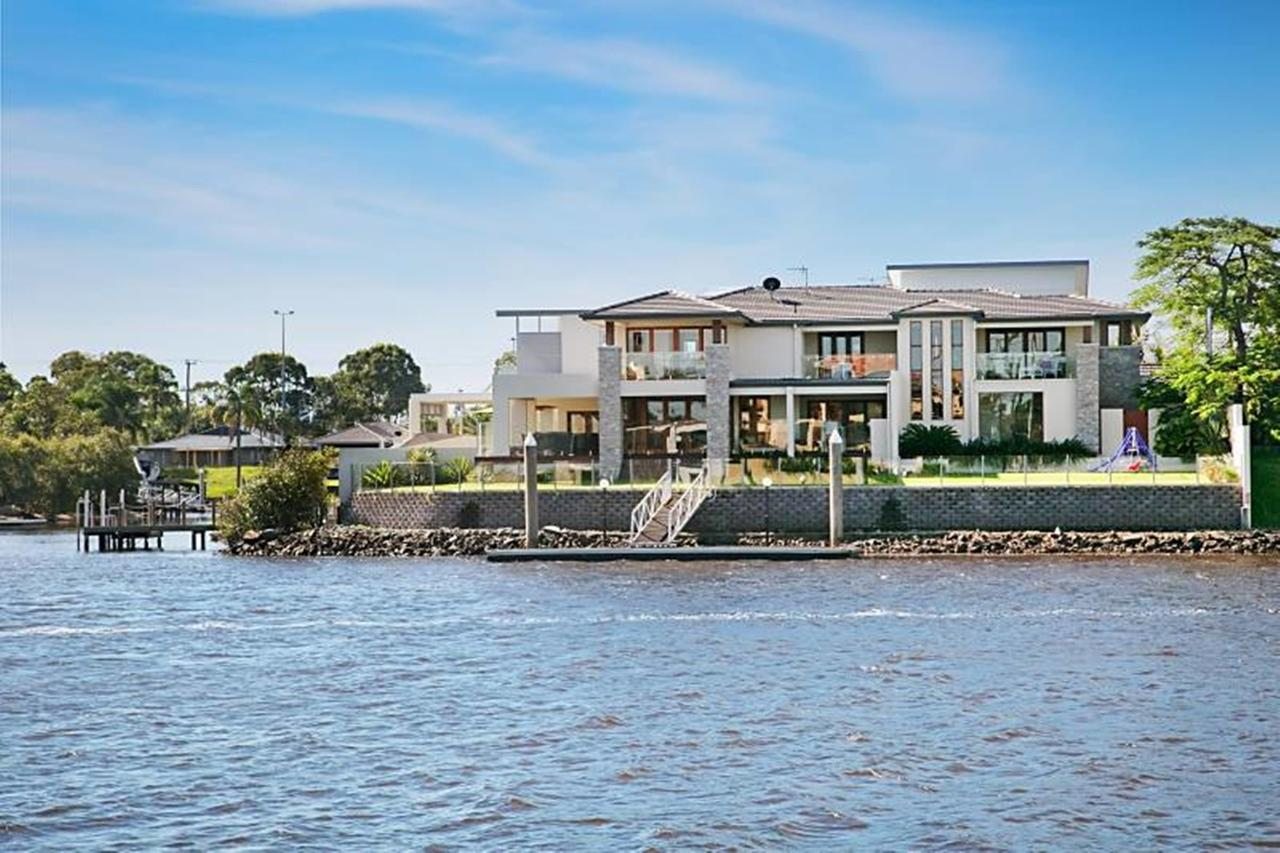 Riverfront Dream - Accommodation Gold Coast