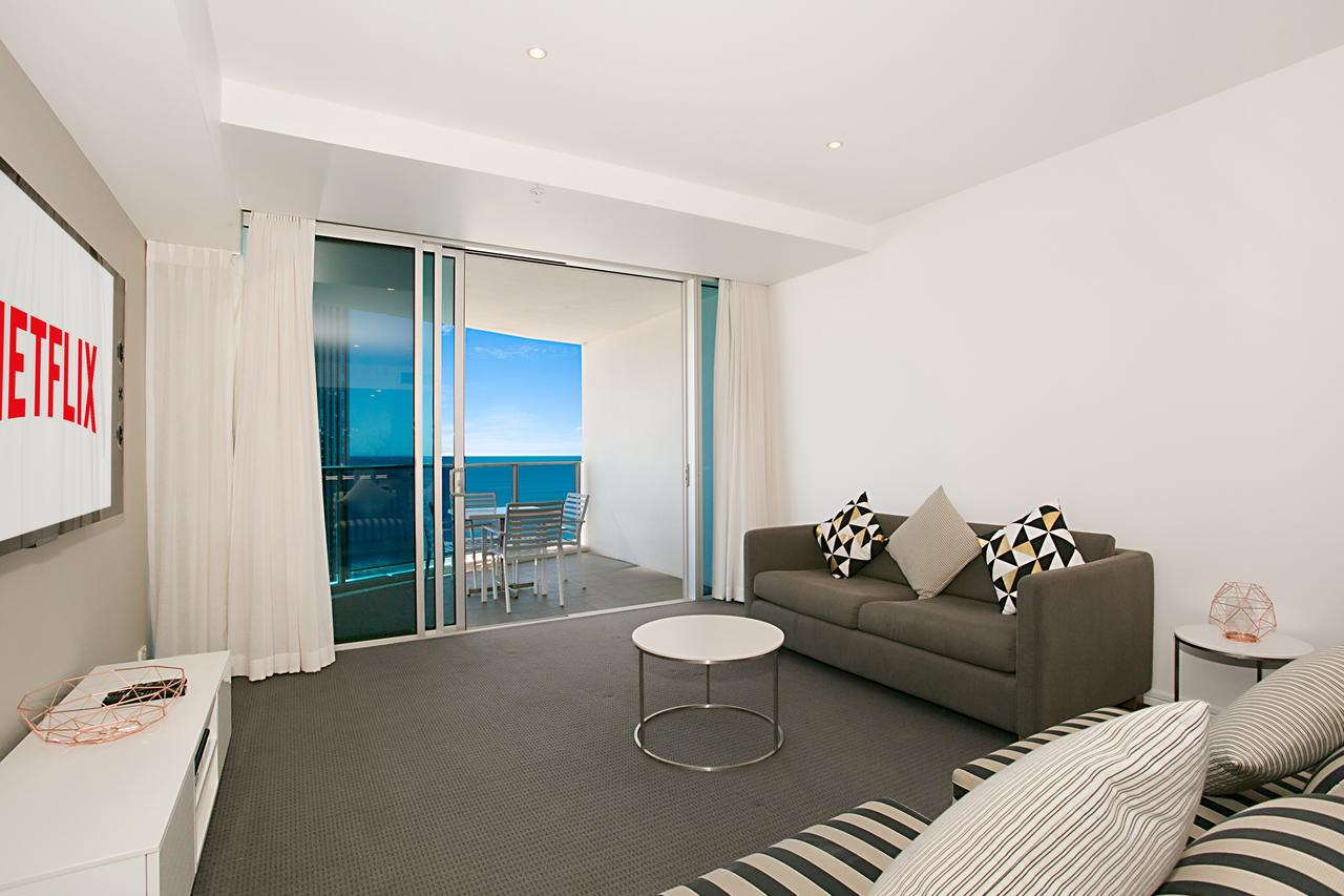 Number 1 H Luxury Residence - Netflix WiFi  More - Accommodation Gold Coast